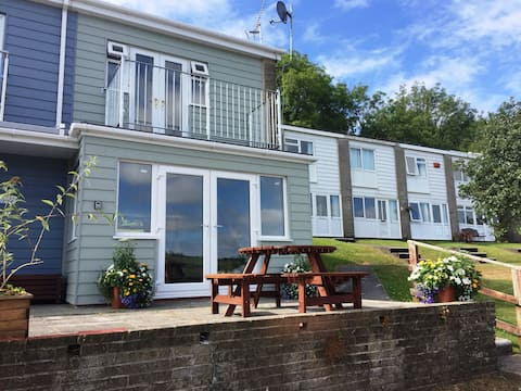 Seahorse - Lovely Holiday Home, Sea View & Balcony