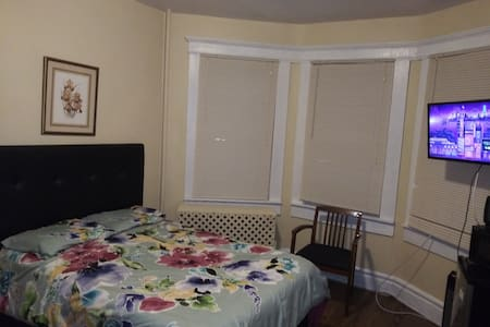 248 2AM Private Room near NYC and Airport EWR