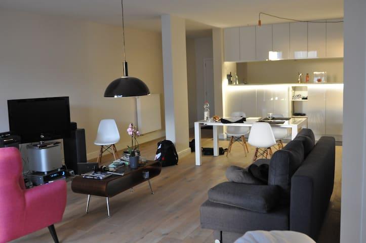 new very bright studio in the centre of Antwerp - Ambéres - Apto. en complejo residencial