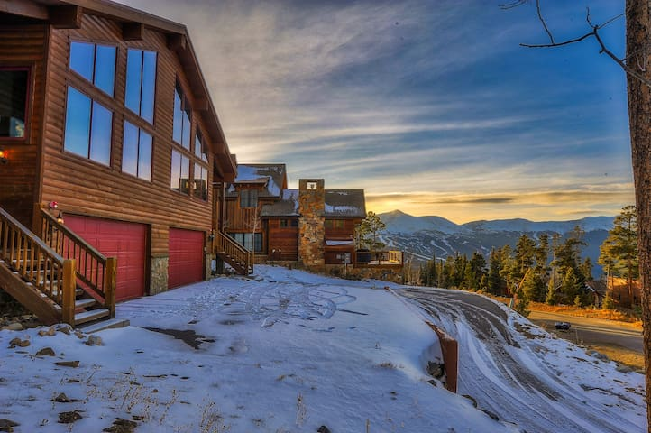 Sundara Place, beautiful mountain views in Breck!