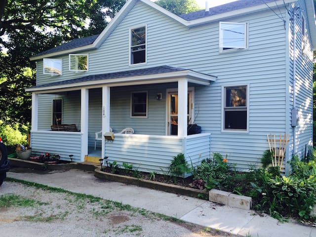 Mount Carroll: The Driftless Muse Retreat House