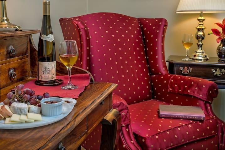 Study Room - Ravenscroft Inn