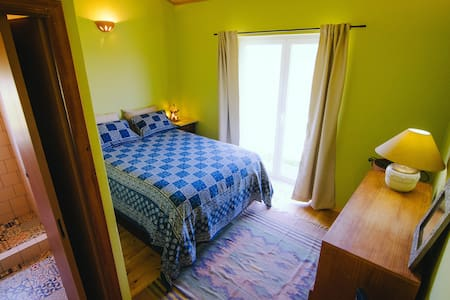 Romantic room minutes from the Ocean - Rogil - Hus