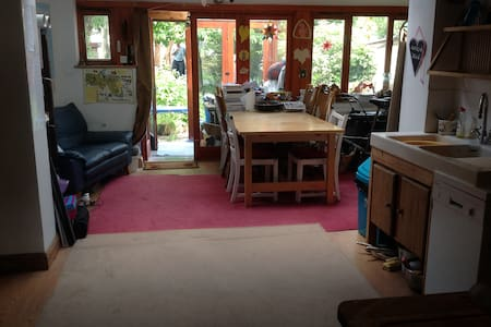 Double room with double airbed - no frills. - Oxford - House