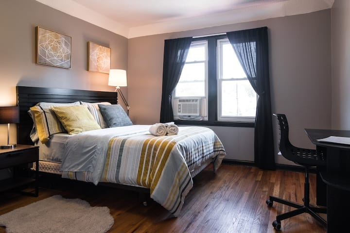 Bedroom#3 Everything in Detroit 4 Vacationers+