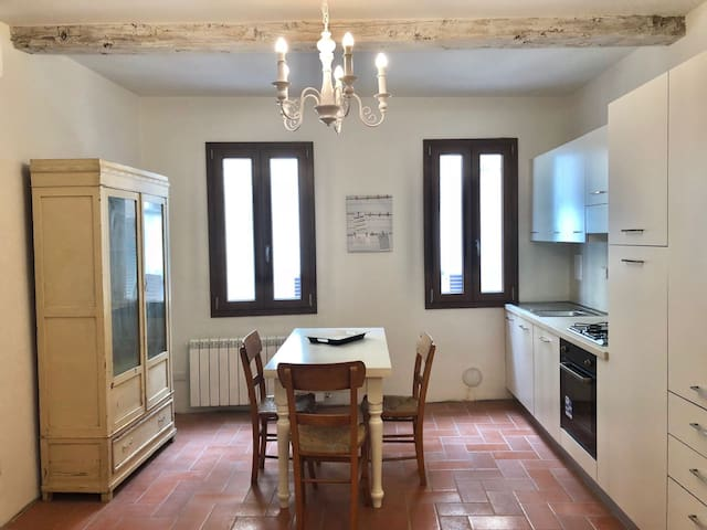 Graceful apartment in the heart of Florence