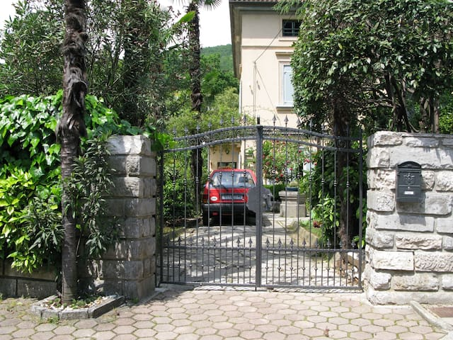 Belle-epoque villa - garden studio 3 min to beach