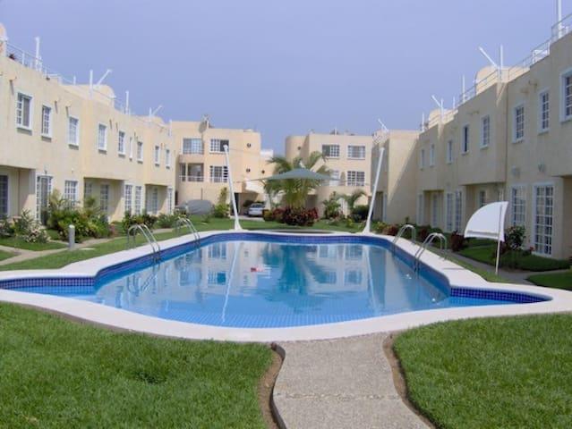 Casa en Punta Diamante cerca del mar - Acapulco - House