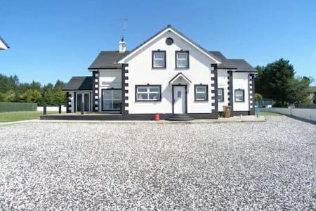 Large house in Ballycastle - Ballycastle