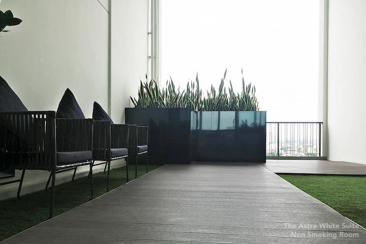 Semi-Private Garden across the suite