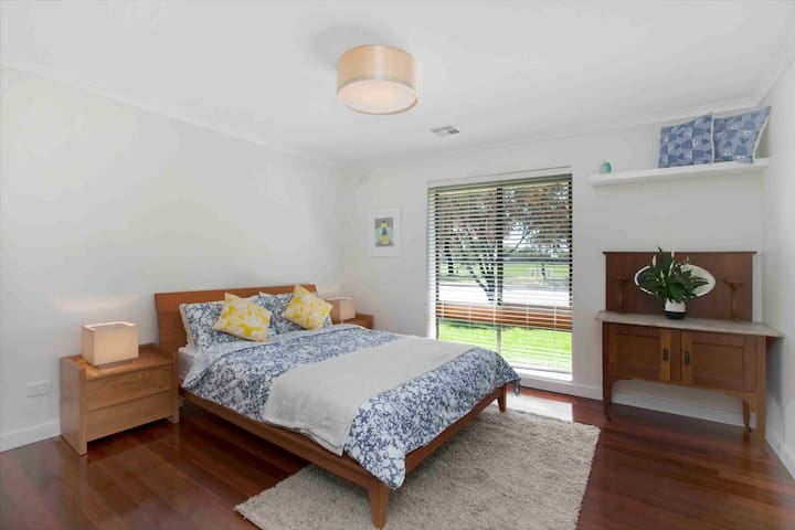 Central Henley Beach, Perfect for the family! - Henley Beach - Huis