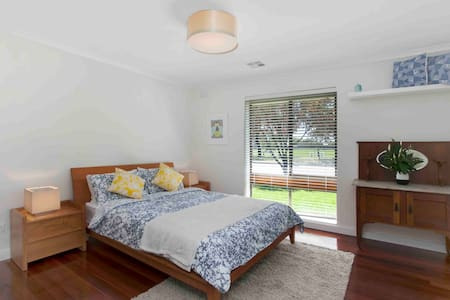 Central Henley Beach, Perfect for the family! - Henley Beach - Casa