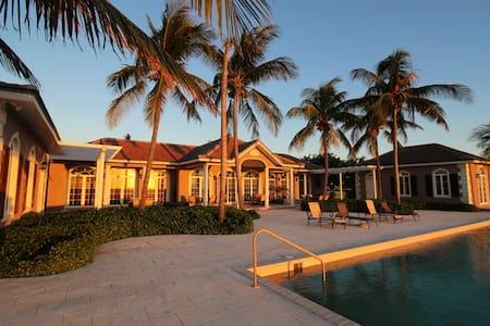 Island Luxury at its Best- 3 bdrm Oceanfront Villa - West End