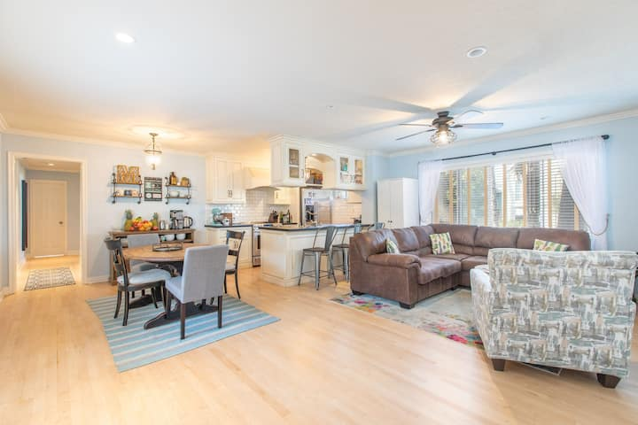 Santa Monica Oasis - 3 Bedroom - w/Pool & Garage