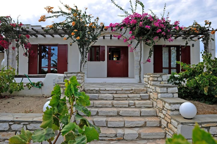 Traditional Studio, 50m from the sea| Paros - Molos - Byt