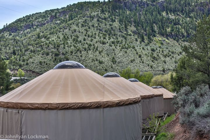 Yurt 5 in Rockies on Colo River at State Bridge