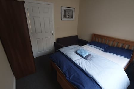 Lovely Double Room with Private 3 Peice Bathroom