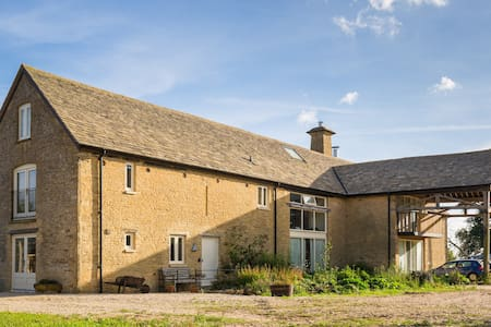 Our stone barn farmhouse guest wing - Chadlington