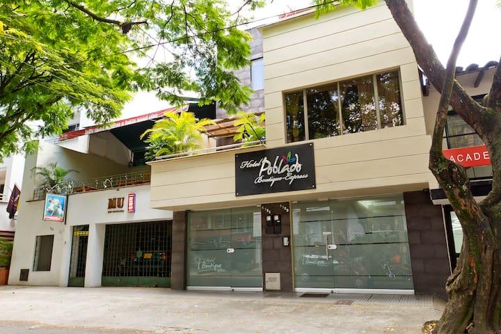 Habitación Bonito Hotel cerca Parque  LLERAS (2P)
