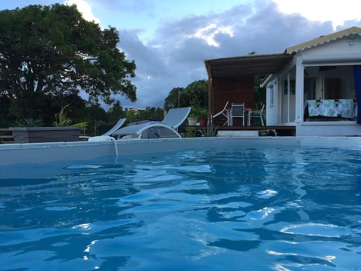 Gîte de charme avec piscine et vue sur mer