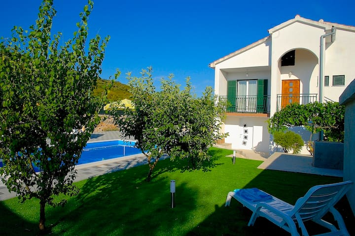 Holiday home Vinac-Lovely place 3bd&swimming pool