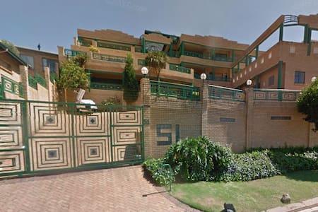 Palace on The Greens - Johannesburg South
