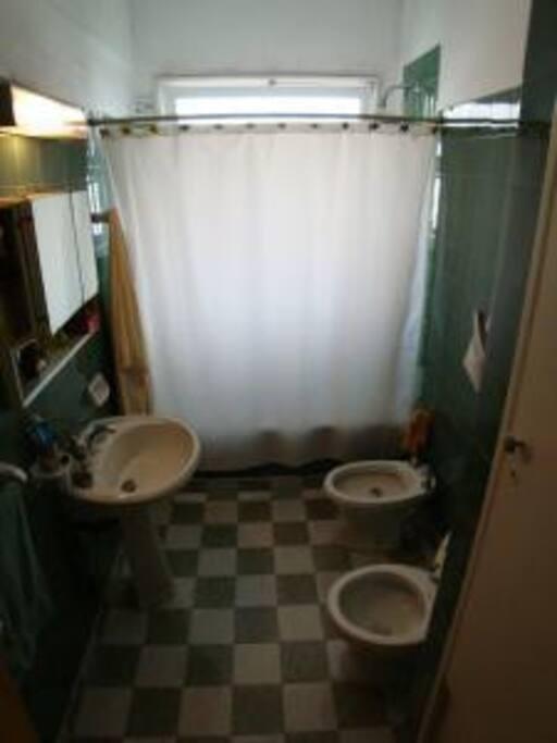 Baño en suite con bañera