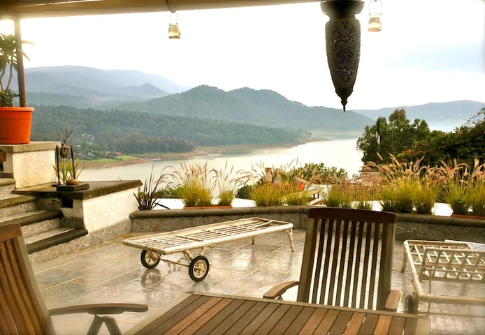 Unforgettable view: Romantic Sunset terrace-suite - Valle de Bravo