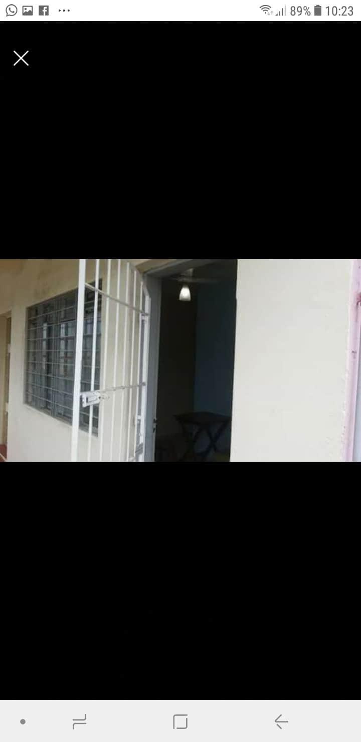 Alugo apartamento em Caraguatatuba bairro indaia.