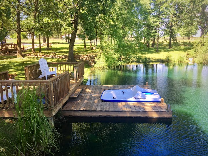 Rustic Lodge on 35 acres for 14