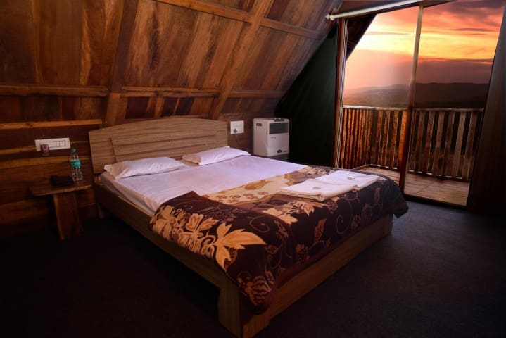 Deluxe wooden cabin overlooking the valley - Bhilar - Chalet