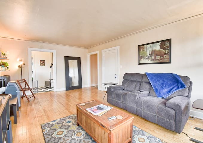 Spacious 1 bed Apartment in Capitol Hill