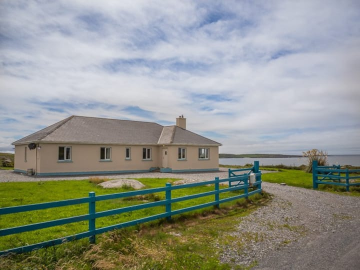 Knockavilra, beachside,Claddaghduff, Connemara