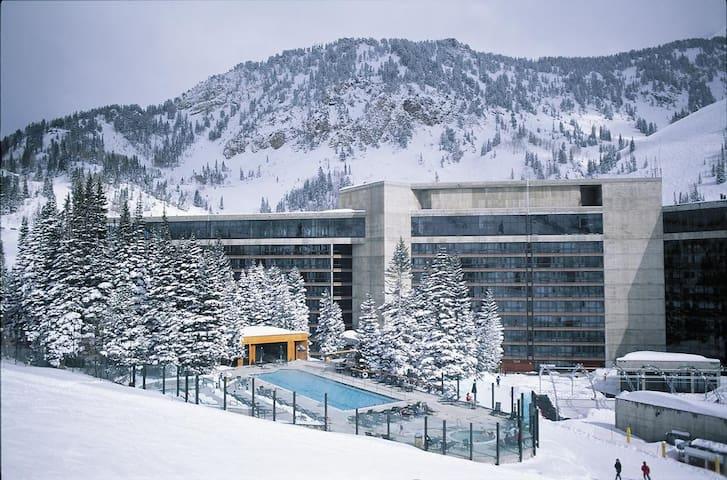 Snowbird Cliff Club Ski In/Ski Out Condo Jan 4-11