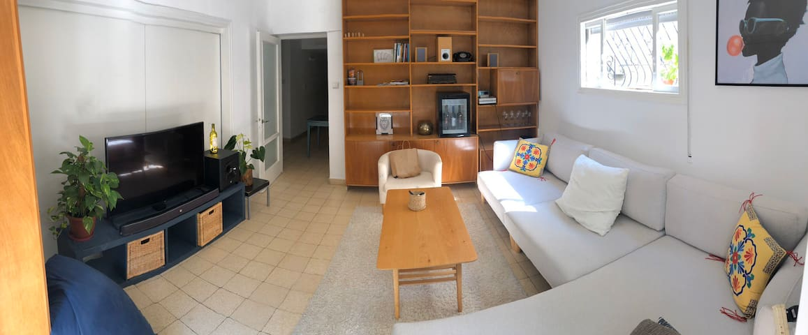 A quiet room in the center of tel aviv
