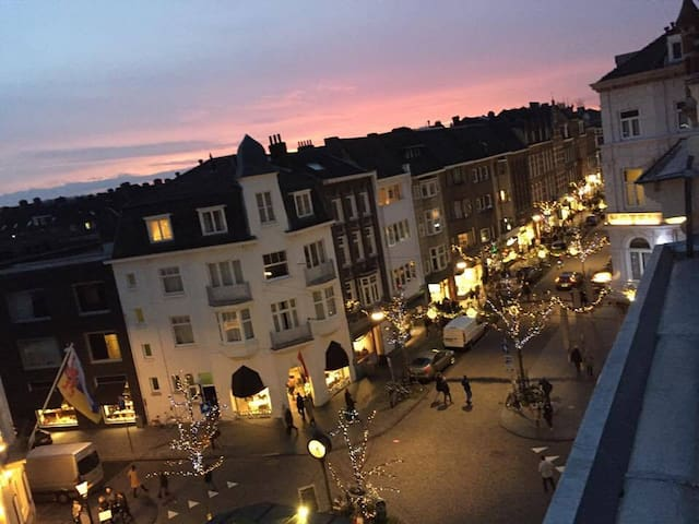 Mingle with stars in Charming/Center/Rooftop Apt. - Maastricht - Daire