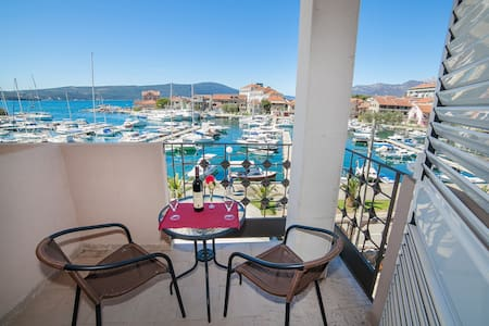 Nada - Charming View Room - Tivat - Rumah