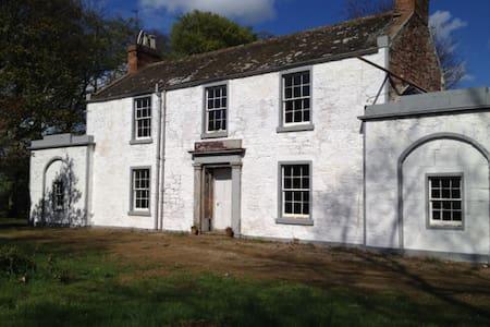 Lunan Bank Farmhouse, Inverkeilor. - Inverkeilor