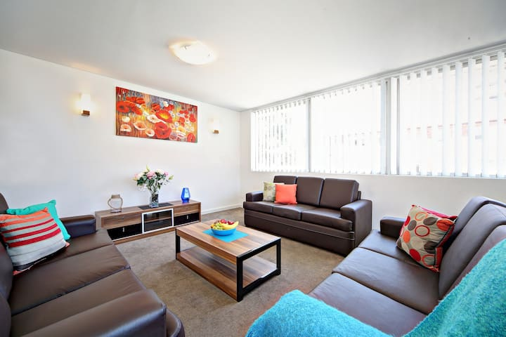 VILLA LE SANDS - SYDNEY BEACH Sleeps 10, Near CBD - Brighton-Le-Sands - Casa
