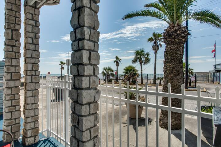Beautiful Seawall Blvd Ocean View Guest Suite (A)