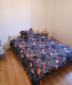 Chambre privée dans appartement calme, tout équipé