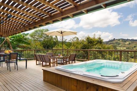 Boutique finca 360 views, hot tub, wifi & fire