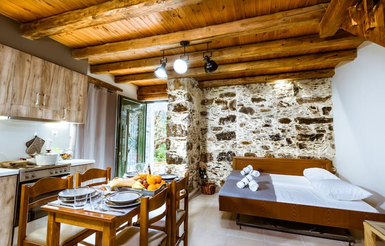 Ellafos Traditional Living 2 (15' from Elafonisi)