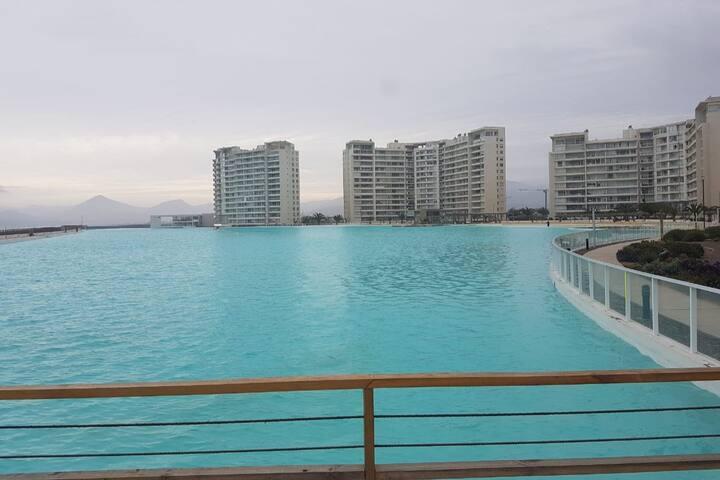 Depto con Laguna artificial a pasos del mar