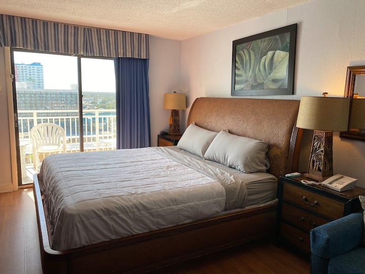 Sea Mist Condo, 15th Floor King Bed