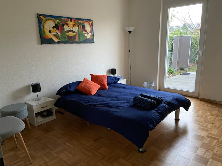 Private room &terrace &free park near airport&city