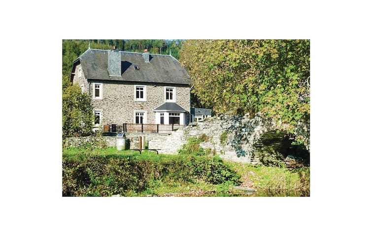 Holiday cottage with 10 bedrooms on 450m² in Vresse-sur-Semois