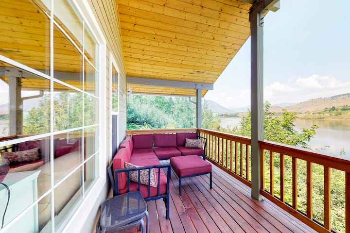 Lakefront home on an acre w/ deck and 268 feet of Wapato Lake frontage!