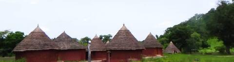 Campement du village communautaire de Bandafassi