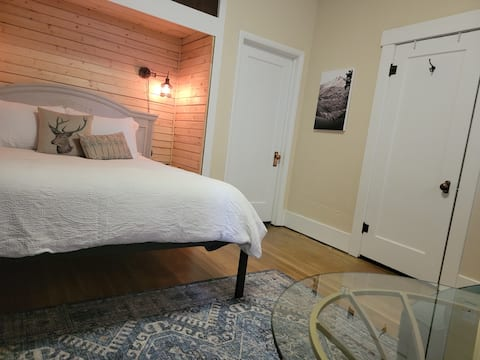 NEW Charming Anaconda Guest Suite
